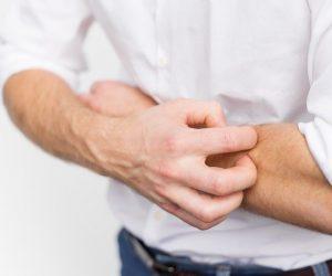Descubra os 6 tipos diferentes de urticária e quais são os sintomas da doença de pele.